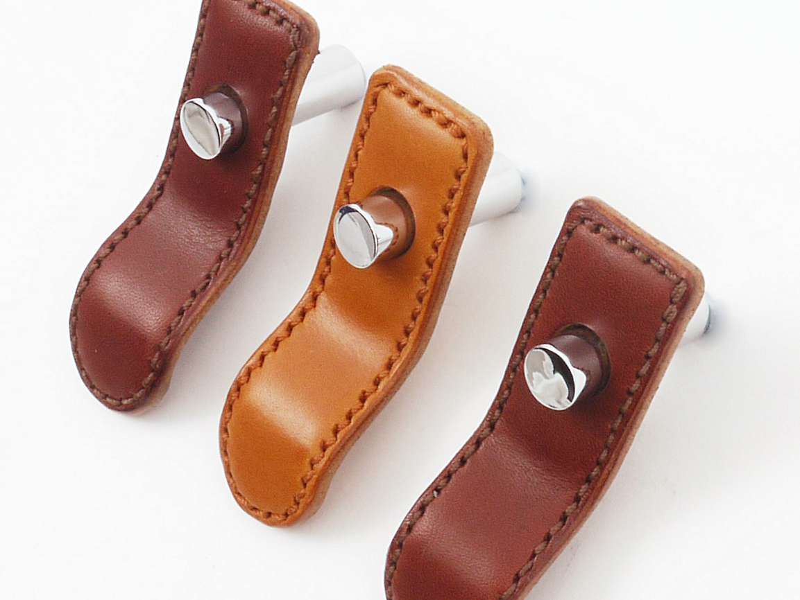 PUSH BUTTON LEATHER TABS